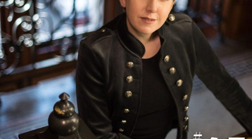 Jakso #45 Sneak peek behind the scenes – Clare Mackintosh